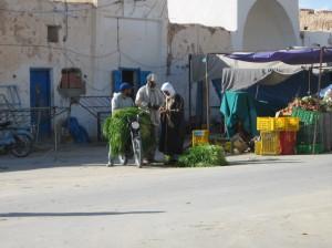 grasmarkt mit ladewagen